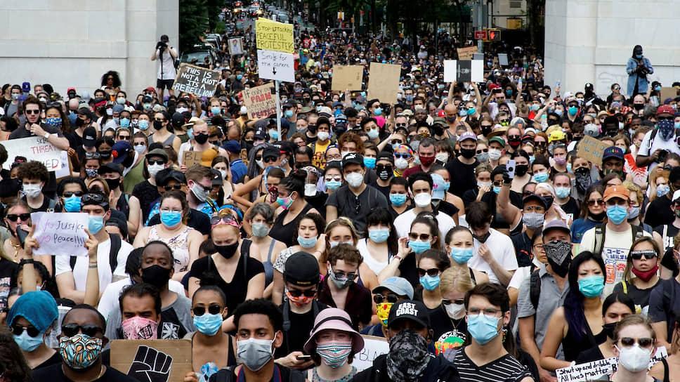 На фоне массовых митингов на США надвигается вторая волна COVID-19