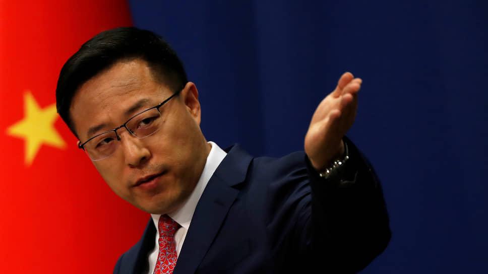 Официальный представитель МИД КНР Чжао Лицзянь неоднократно указывал на то, что вирус мог быть создан в лаборатории Пентагона в Форт Детрике. Речь идет о SARS-CoV-2