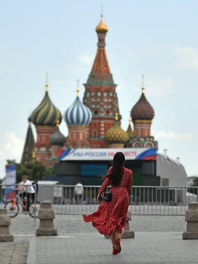 Москва. Девушка на Красной площади