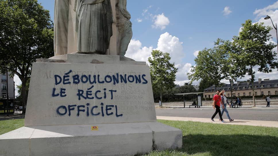 Памятник Жозефу Галлиени в Париже (Франция)
