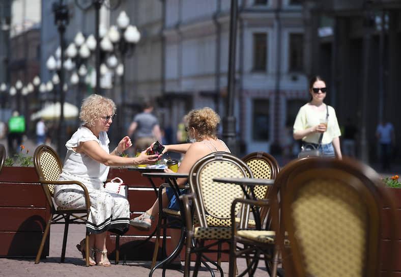 По данным вице-мэра Москвы Владимира Ефимова, разрешение на застройку в этом году получили около 3 тыс. веранд, из них 16 июня заработала примерно треть