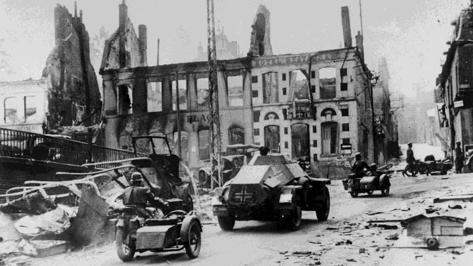 «Совершенно неожиданное появление,— докладывал полпред Майский,— дало возможность германским передовым отрядам со страшной быстротой и почти без всякого сопротивления понестись в сторону Ла-Манша» (на фото — германские войска во Франции. 14 июня 1940 года)
