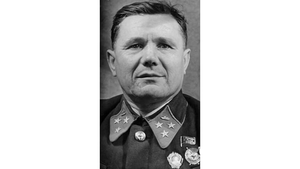 «Местность,— писал генерал Еременко (на фото),— была очень тяжелой для действия всех родов войск, но зато здесь противник меньше всего ожидал действия наших войск»
