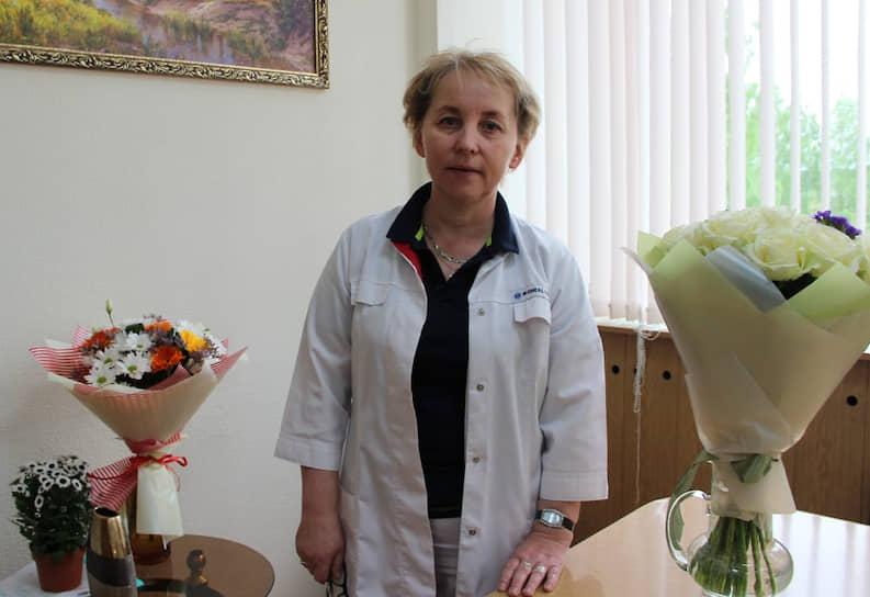 <b>Елена Наговицына, главврач Завьяловской районной больницы Удмуртии, стаж работы — 16 лет</b><br> Анестезиолог-реаниматолог. Возглавила больницу за несколько месяцев до пандемии. 27 октября 2020 года коллектив Завьяловской больницы был занесен на республиканскую Доску почета.<br> «Заслуга, что мы попали на Доску почета – не только в работе стационара. Сегодня большое количество пациентов получают амбулаторную помощь на периферии. А это значит правильно выстроенная система поликлинической службы, командная работа фельдшеров на фельдшерско-акушерских пунктах и врачей во врачебных амбулаториях»