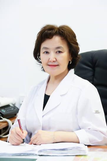 <b>Наталия Дмитриева, заведующая лечебно-реабилитационным центром Республиканской клинической больницы №3» (Якутия), стаж работы — 41 год</b><br>  В Якутске работает с 1985 года, была участковым терапевтом, заведующей стационара. В последние месяцы — на передовой в борьбе с COVID-19: «К сожалению, многие считают, что COVID-19 выдуман. На самом деле это очень серьезная инфекция — враг, который не виден. Трагедия во многом идет от того, что люди не защищаются и относятся к инфекции слишком пренебрежительно»