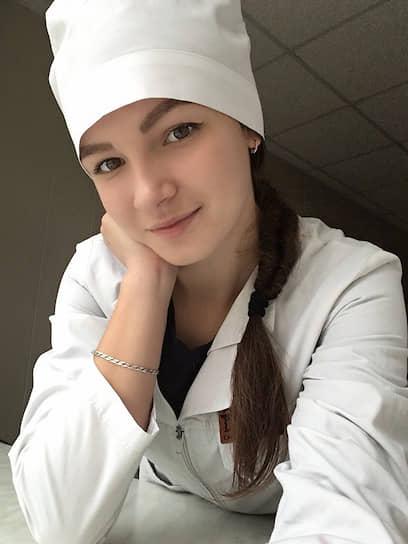 <b>Светлана Анурьева, студентка 4-го курса Карсунского медицинского техникума (Ульяновская область)</b><br> C началом пандемии COVID-19 стала волонтером-медиком. В начале мая у Светланы диагностировали рак 4-й степени, но она продолжала работать. 31 мая умерла. В июне Владимир Путин наградил Светлану Анурьеву орденом Пирогова посмертно