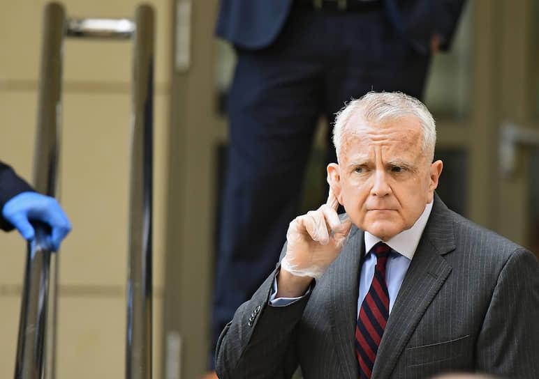 Москва. Посол США Джон Джозеф Салливан во время оглашения приговора за шпионаж американцу Полу Уилану в Мосгорсуде