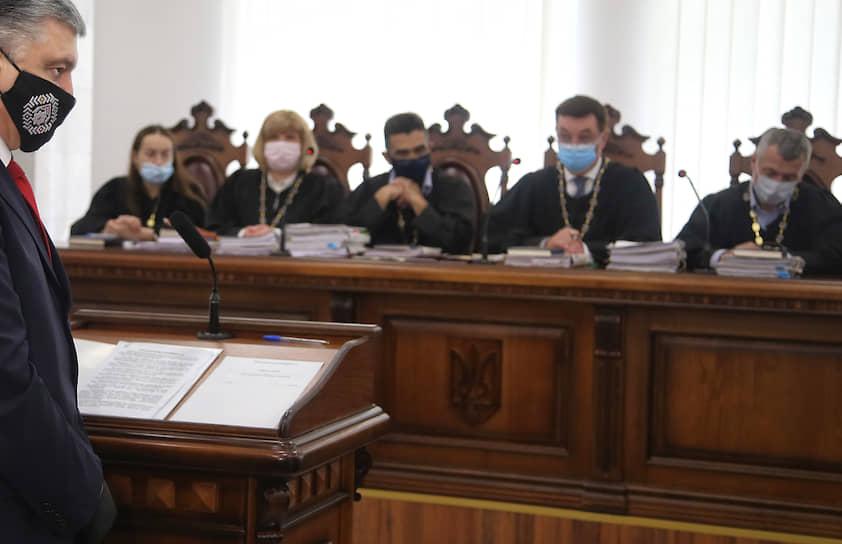 Киев. Экс-президент Украины Петр Порошенко дает показания в суде по делу Виктора Януковича