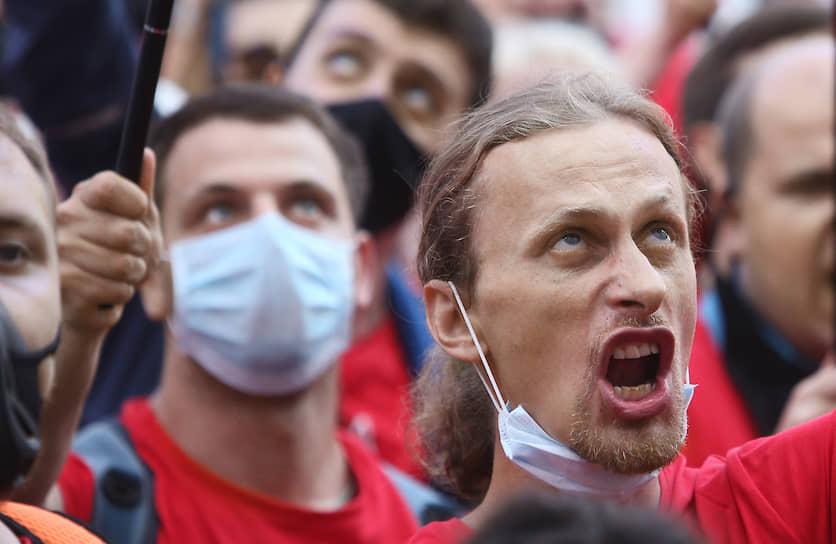 Киев, Украина. Участники митинга Партии Шария у офиса президента Украины