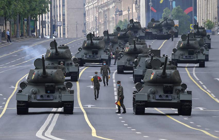 17 июня. Военная техника на Тверской улице