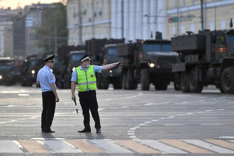 Проезд военной техники в районе улицы Красная Пресня