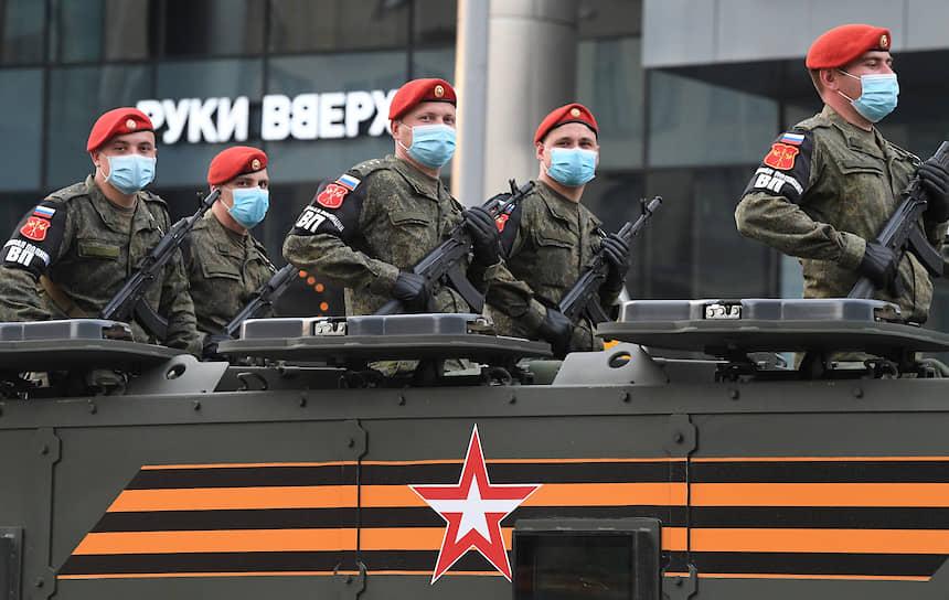 Проезд военной техники в районе Пушкинской площади