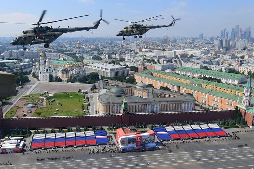 Это вертолеты армейской авиации, самолеты военно-транспортной, специальной, дальней и оперативно-тактической авиации, группы высшего пилотажа «Русские витязи» и «Стрижи»