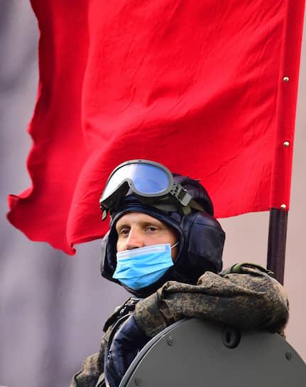 Тренировки проходили в перчатках и масках из-за угрозы коронавируса
