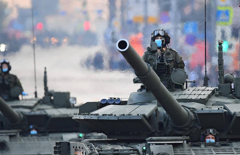 Среди военной техники — глубокомодернизированные танки Т-90М и Т-80БВМ, боевые машины пехоты, в том числе «Армата» с боевым модулем «Кинжал», зенитно-ракетные и зенитно-артиллерийские комплексы «Бук-М3», «Деривация-ПВО»