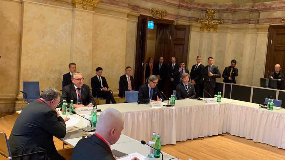 Переговоры по контролю над вооружениями с участием высокопоставленных делегаций из России и США в Вене