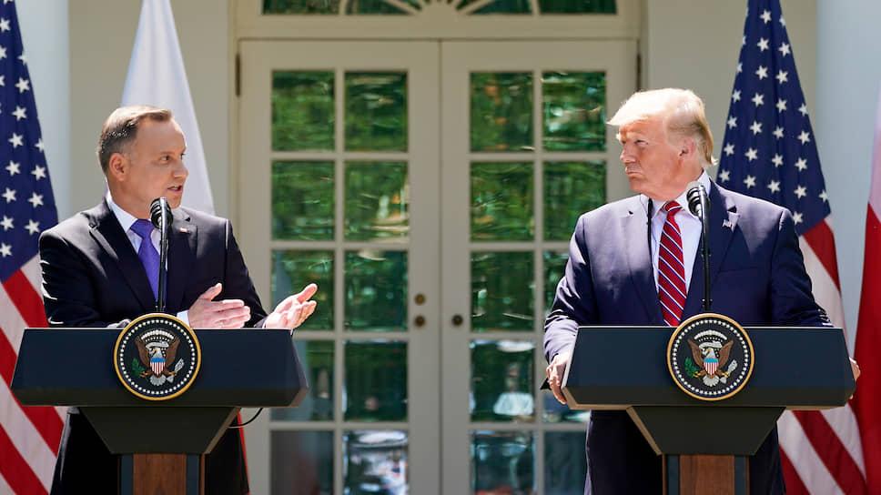 Президент Польши Анджей Дуда (слева) и президент США Дональд Трамп