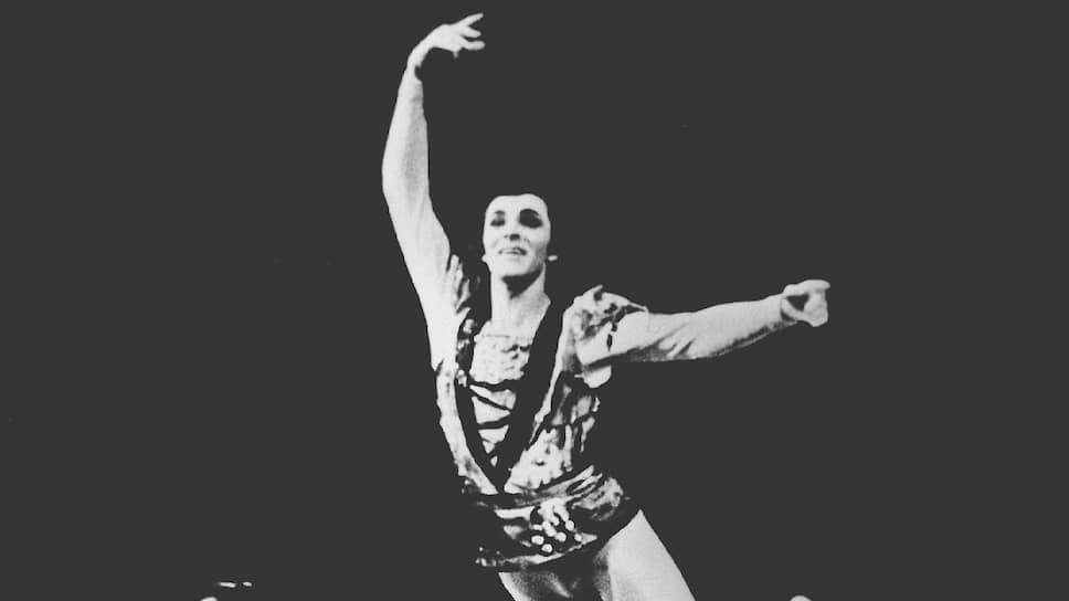 Николай Фадеечев исполняет партию принца Зигфрида в «Лебедином озере»