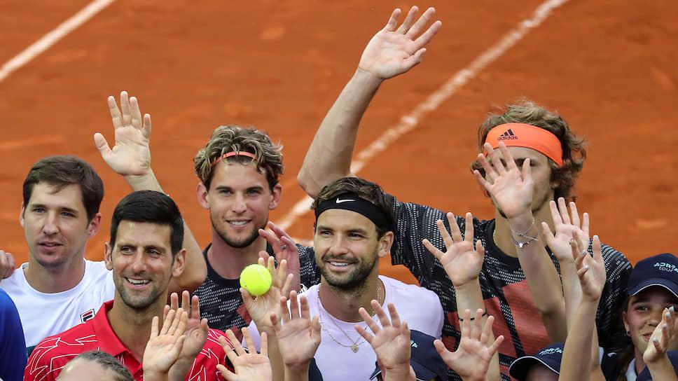 Теннисисты Новак Джокович (слева) и Григор Димитров (в центре)