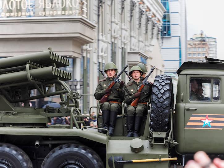 Военная техника на параде в Екатеринбурге