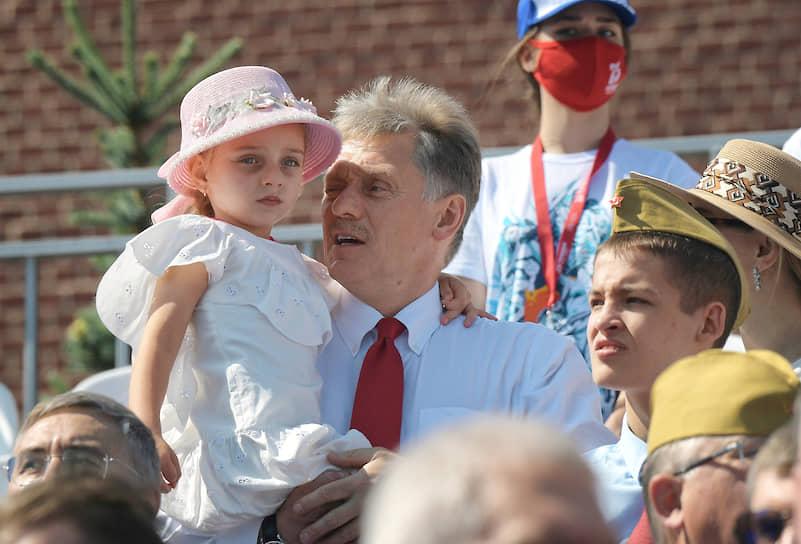 Пресс-секретарь президента России Дмитрий Песков с дочерью