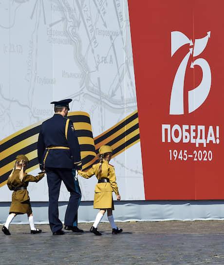 В этом году праздничные мероприятия были перенесены с 9 мая из-за коронавируса. Президент Владимир Путин назначил парад на день исторического парада в 1945 году