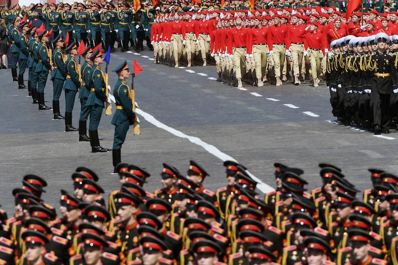 Колонны военнослужащих на Красной площади