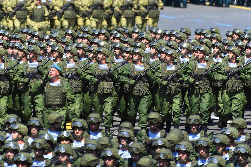 Проход пеших колонн военнослужащих по Красной площади
