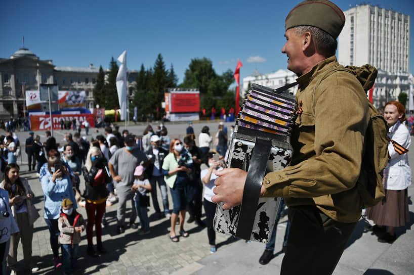 Праздник в честь 75-летия Победы на Соборной площади в Омске