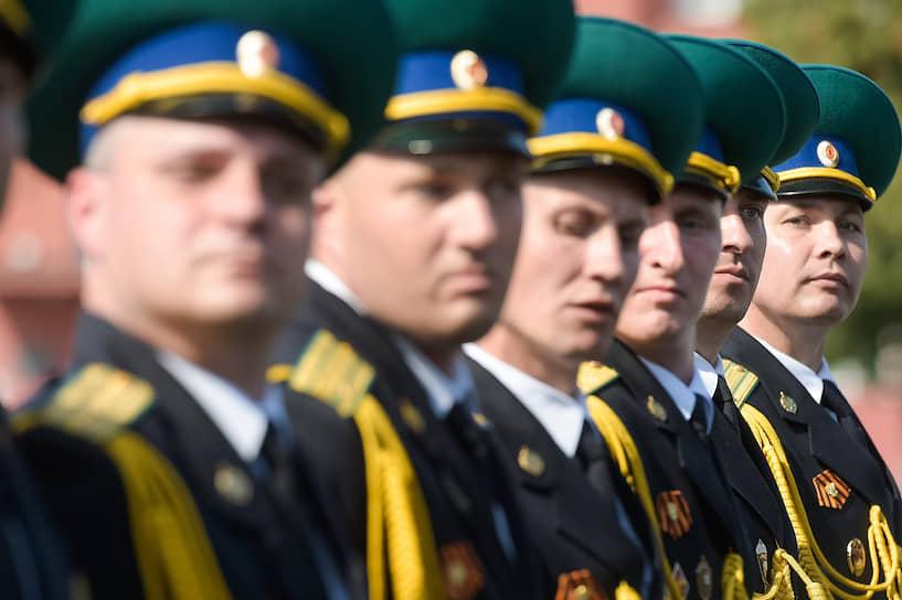 Военнослужащие парадных расчетов на площади имени Ленина в Новосибирске