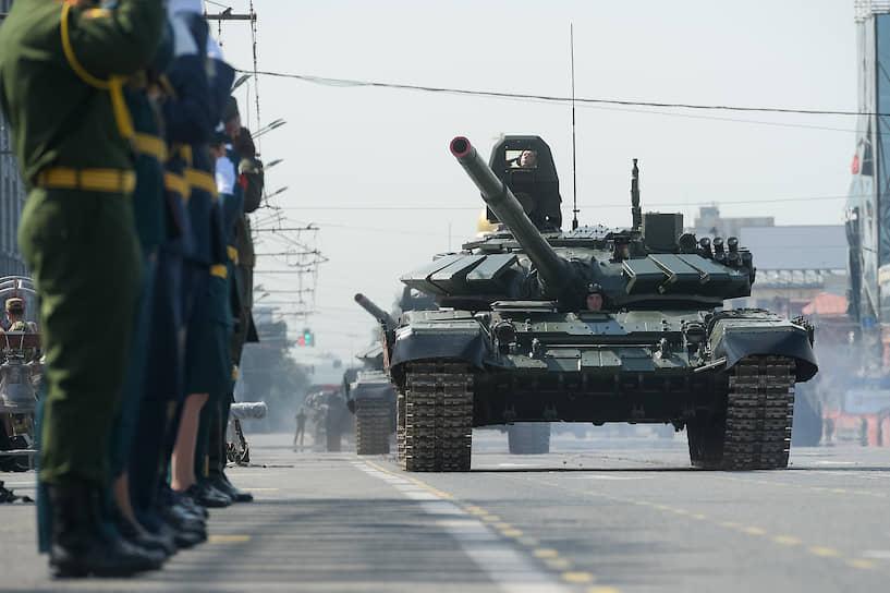 Танк Т-72Б3 на военном параде в Новосибирске