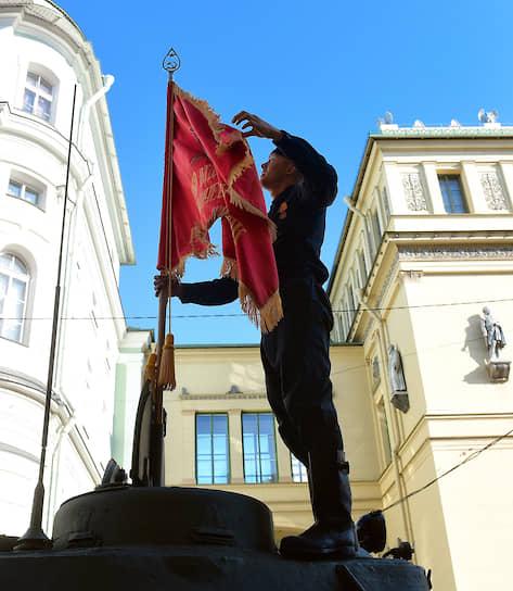 Военный парад на Дворцовой площади в Санкт-Петербурге