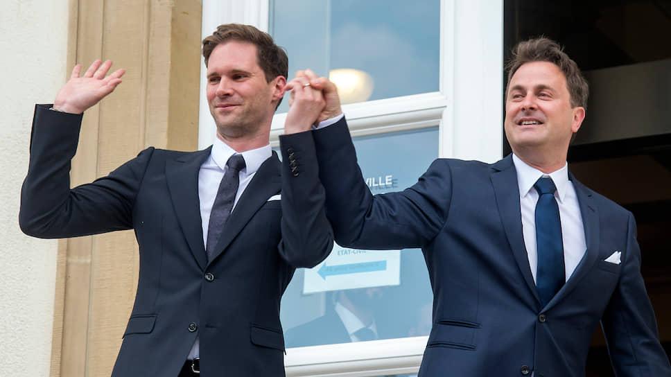 Заняв должность мэра, а затем премьер-министра Люксембурга, Ксавье Беттель (справа) легализовал однополые браки в стране с 2014 года. Через год он сам вступил в официальные отношения со своим партнером, архитектором Готье Дестне