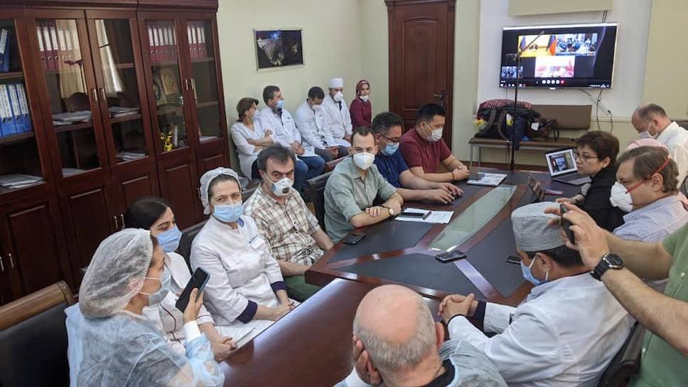 Нюта Федермессер в ходе визита в Дагестан