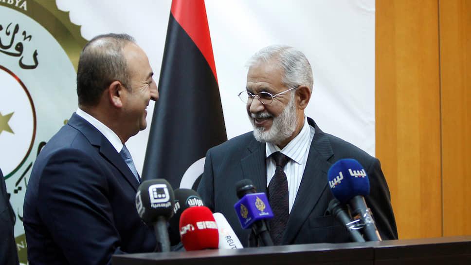 Главы МИДов Турции и Ливии Мевлют Чавушоглу (слева) и Мухаммед Сияла на совместной пресс-конференции по итогам переговоров в Триполи, 2016 год