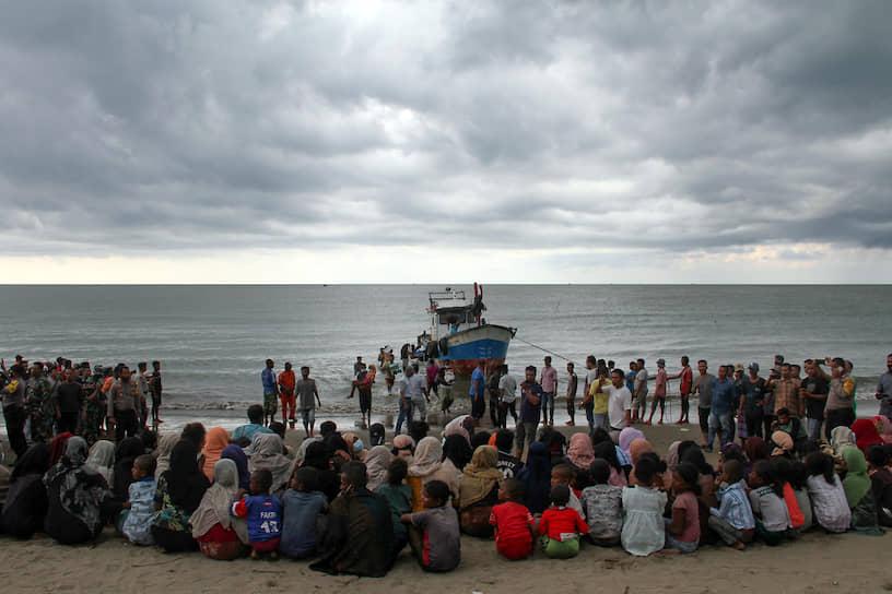 Ачех, Индонезия. Эвакуация беженцев