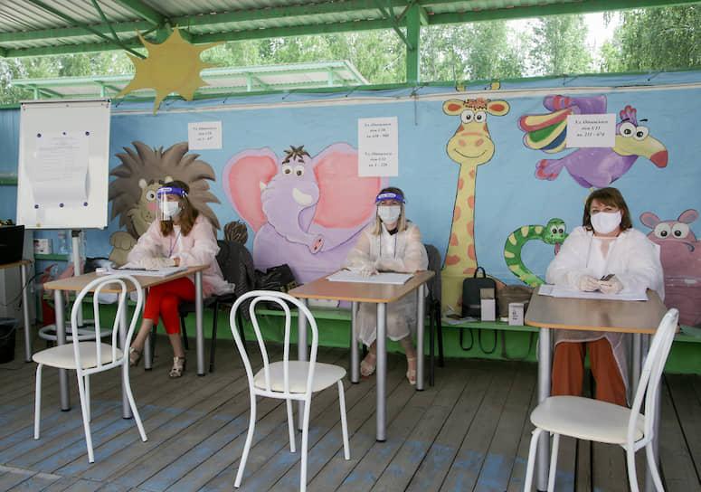 Избирательный участок на территории детского сада в Новосибирске