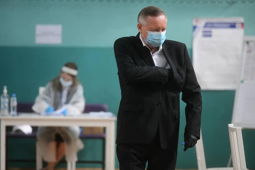 Губернатор Санкт-Петербурга Александр Беглов на избирательном участке