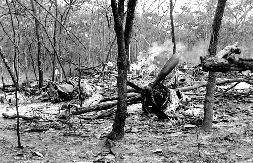 Генсек ООН Даг Хаммаршельд погиб в авиакатастрофе, направляясь в Катангу на переговоры с Моизом Чомбе о прекращении огня