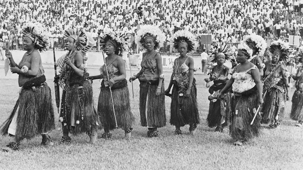 Праздничная церемония по случаю провозглашения независимости прошла на стадионе, который носил колониальное имя — короля Бельгии Бодуэна