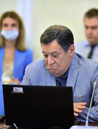 Москва. Председатель комитета Госдумы по бюджету и налогам Андрей Макаров во время заседания