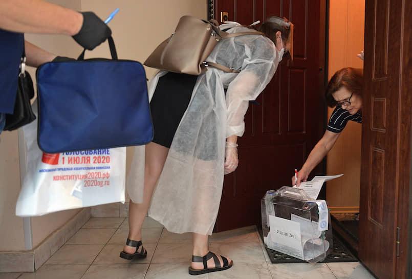 Москва. Выездное голосование для пожилых людей
