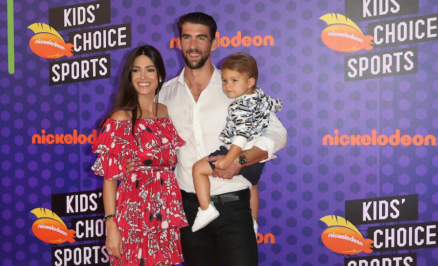 В 2016 году Фелпс женился на фотомодели Николь Джонсон, у пары трое детей