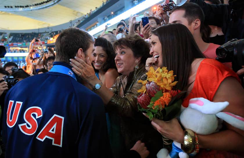 В 2008 году спортсмен основал благотворительный фонд Michael Phelps Foundation, занимающийся популяризацией плавания и здорового образа жизни