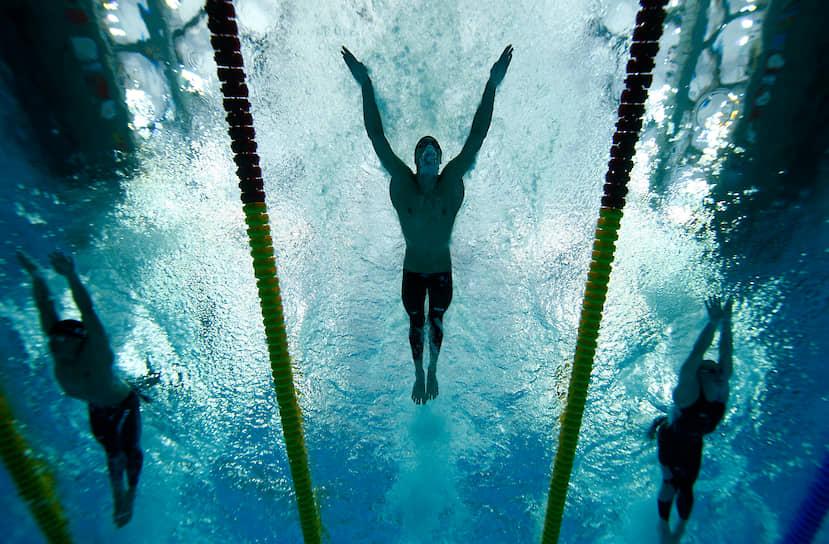 В 2000 году в возрасте 15 лет Фелпс впервые выступил на Олимпийских играх (в Сиднее), став самым молодым олимпийским пловцом из США за 68 лет. На Играх он занял пятое место в заплыве баттерфляем на 200 м
