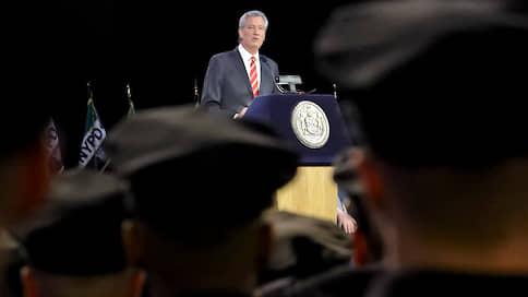 Бедные и бесправные  / Власти Нью-Йорка захотели лишить полицейских $1млрд
