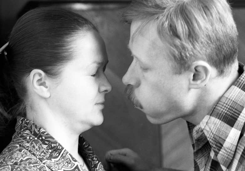 Виктор Проскурин родился 8 февраля 1952 года в городе Атбасар (Казахстан). Отец по национальности был казахом, а мать русской<br> На фото: кадр из фильма «Однажды двадцать лет спустя» (1980) с партнершей Натальей Гундаревой