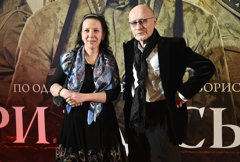 Виктор Проскурин был женат пятым браком на художнице Ирине Хонда <br> На фото: актер с супругой на премьере фильма «А зори здесь тихие…» в 2015 году
