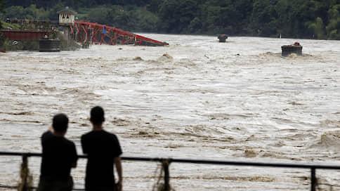 Японию затопило