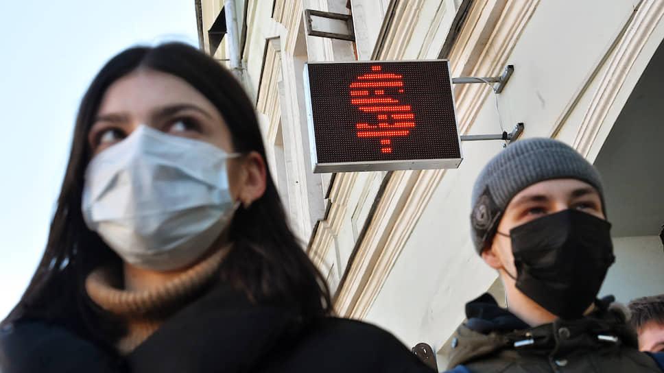 Рубль недобрал интервенций / Биржевой курс доллара превысил 72руб.